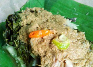 Kuliner Bali Lontong serapah